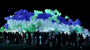 Светящиеся шары ночью