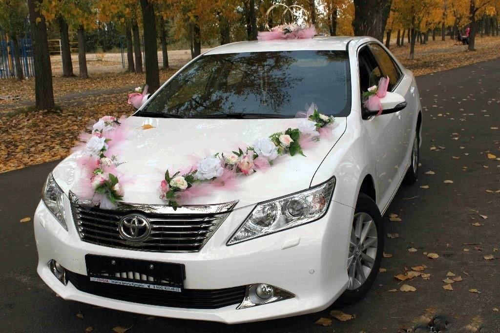 как просто украсить машину на свадьбу